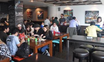 キャンパス内に併設のカフェ&レストラン